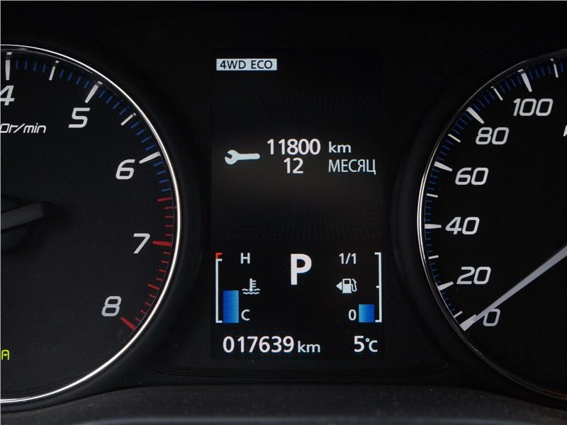 Mitsubishi Outlander 2016 приборная панель
