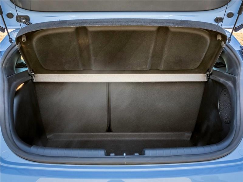 Hyundai Veloster N 2019 багажное отделение