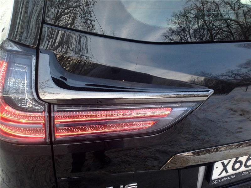 Lexus LX 2016 задний фонарь