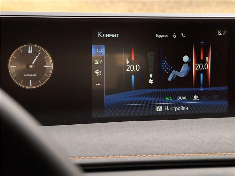 Lexus UX 200 2019 монитор