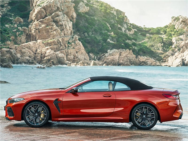 BMW M8 Competition Convertible 2020 вид сбоку