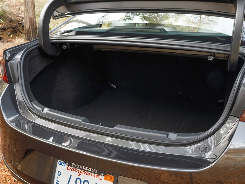 Mazda 3 Sedan 2019 багажное отделение