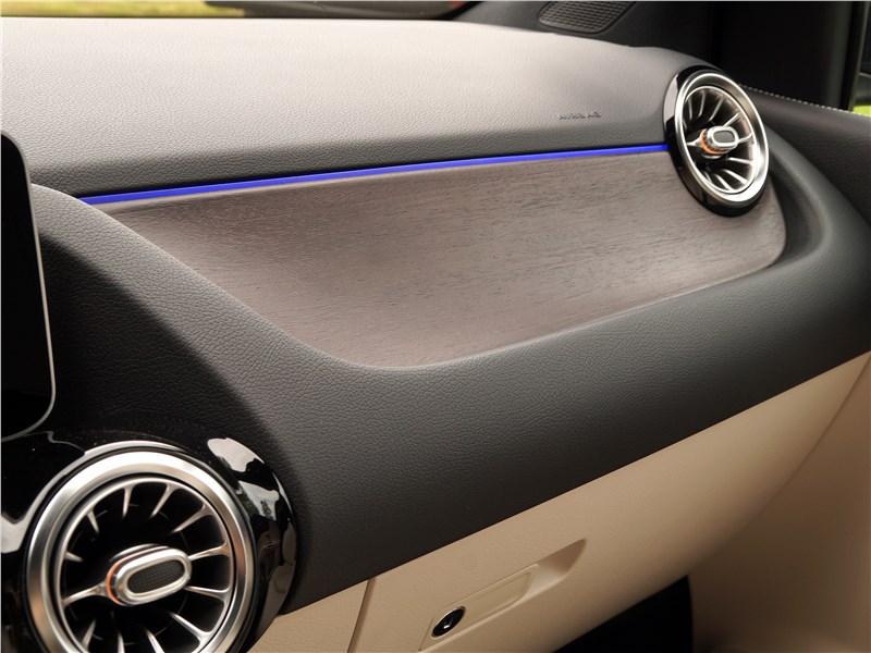 Mercedes-Benz B-Class 2019 торпедо