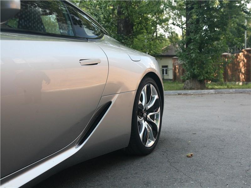 Lexus LC 500 2018 вид сбоку