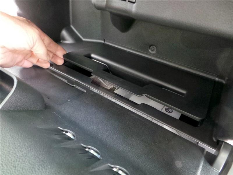 Volkswagen Polo Sedan 2016 перчаточный ящик