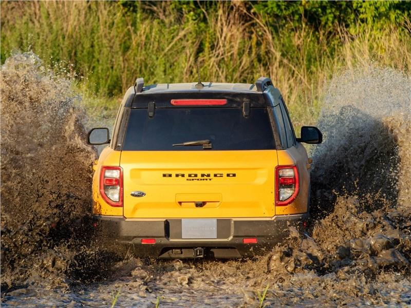 Ford Bronco Sport (2021) вид сзади
