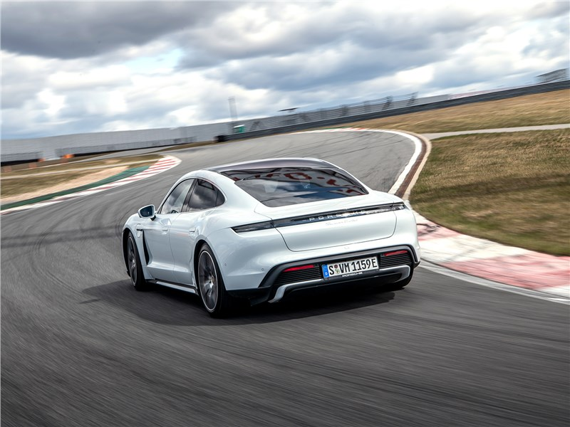 Porsche Taycan 2020 вид сзади