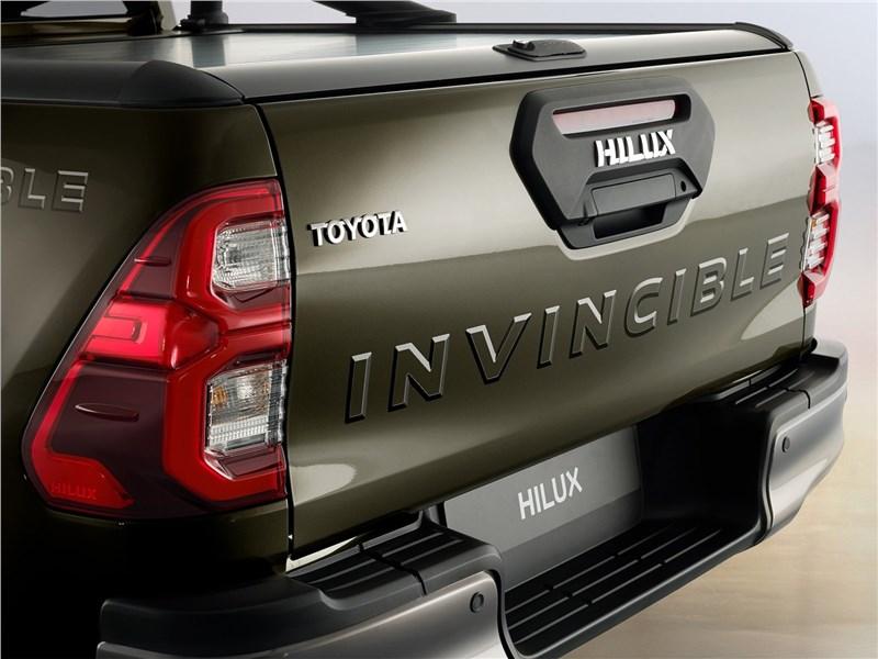 Toyota Hilux (2021) задний фонарь
