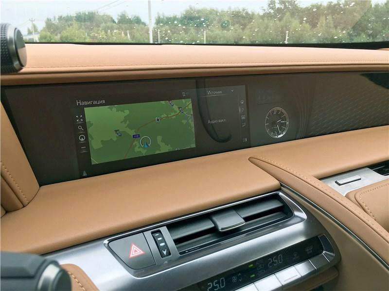 Lexus LC 500 (2021) центральный дисплей