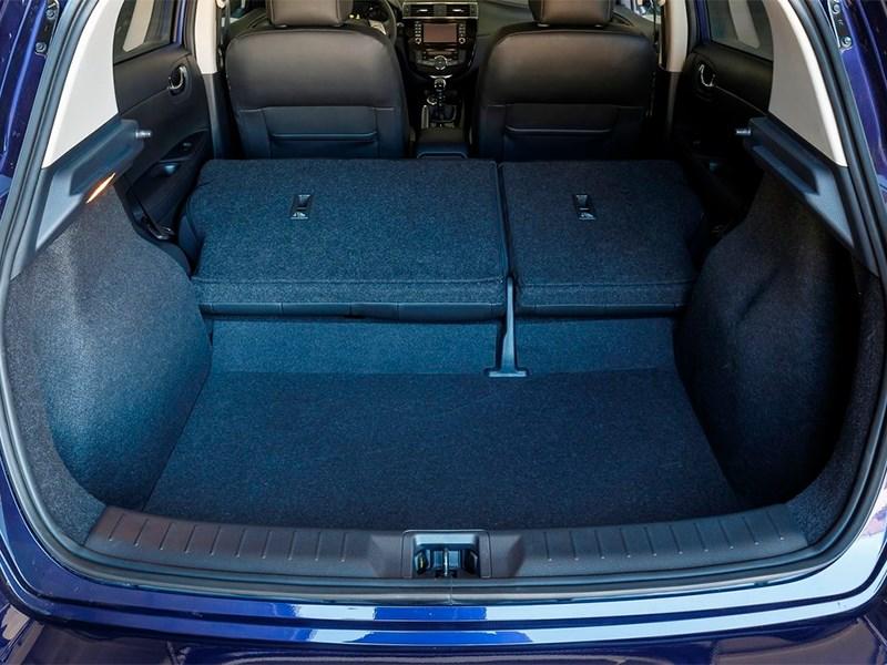 Nissan Pulsar 2015 багажное отделение фото 3