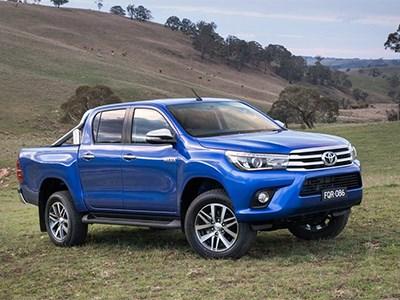 Обновленный пикап Toyota Hilux уже доступен для заказа в России