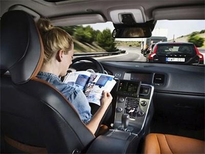 В электрокарах Tesla Motors появится режим автоматического рулевого управления