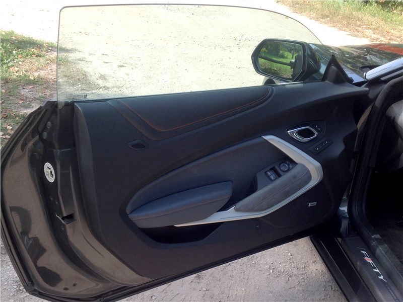 Chevrolet Camaro 2016 дверь