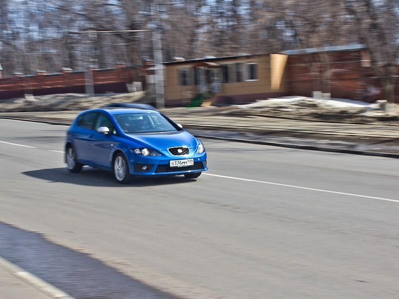 SEAT Leon FR 2012 вид спереди