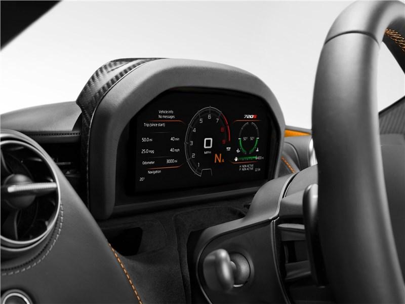 McLaren 720S 2018 приборная панель