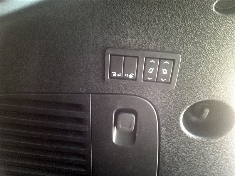 Cadillac Escalade 2015 клавиши в багажнике