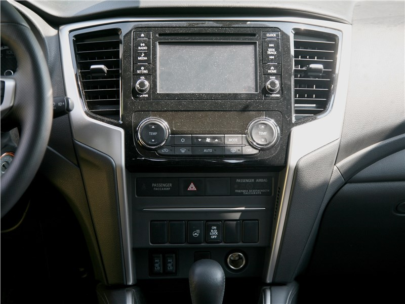 Mitsubishi L200 2020 центральная консоль