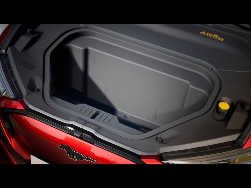 Ford Mustang Mach-E 2021 моторный отсек