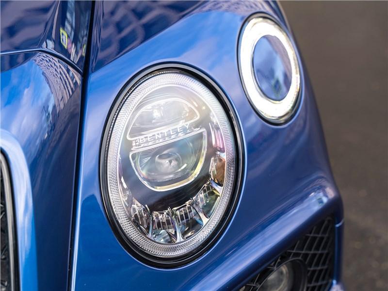 Bentley Bentayga Speed 2020 передняя фара