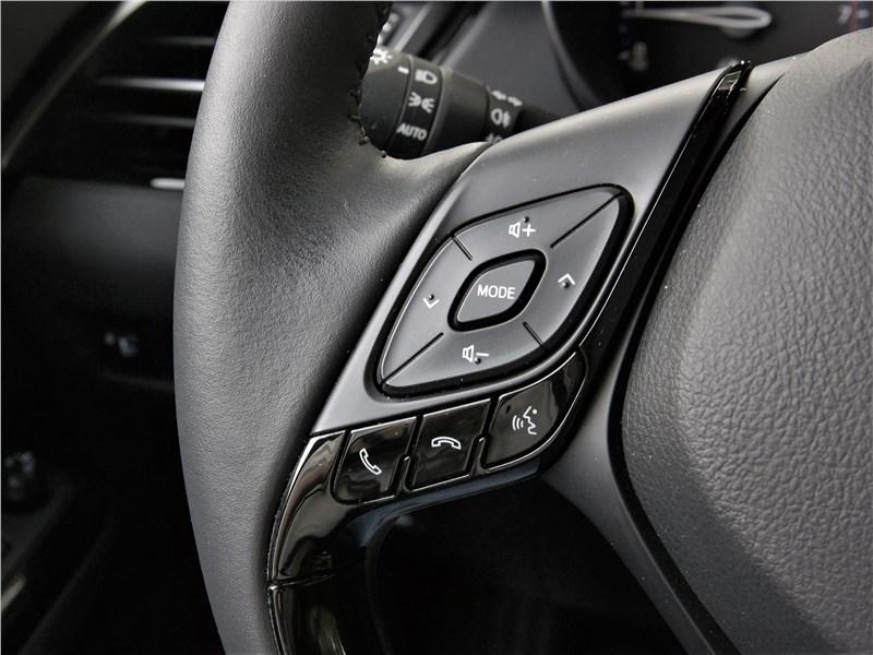 Toyota C-HR 2020 руль