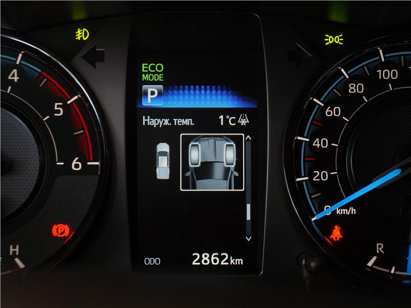 Toyota Hilux (2021) приборная панель