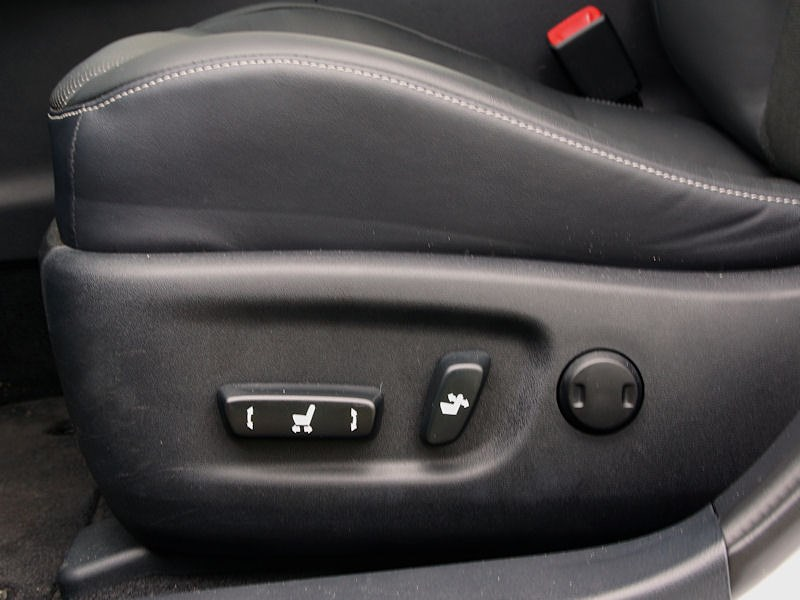 Lexus CT 200h 2011 передние кресла