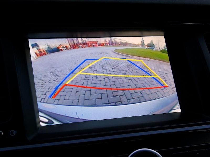 Kia Quoris 2013 видеоизображение позади автомобиля