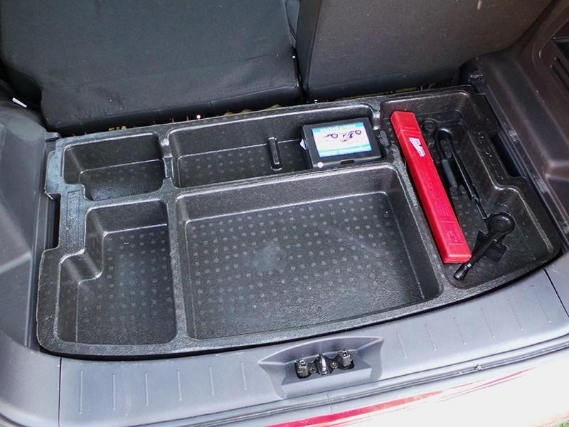Changan CS35 2014 органайзер под фальшполом багажника