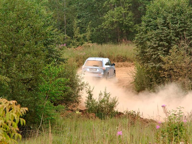 """Mitsubishi Outlander PHEV 2014 """"в лесу"""""""