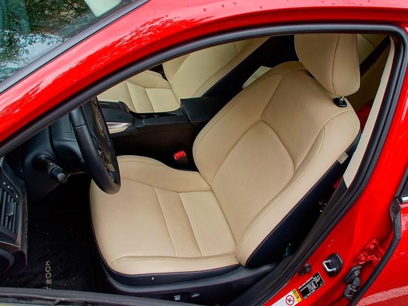 Lexus CT 200h 2014 передние кресла