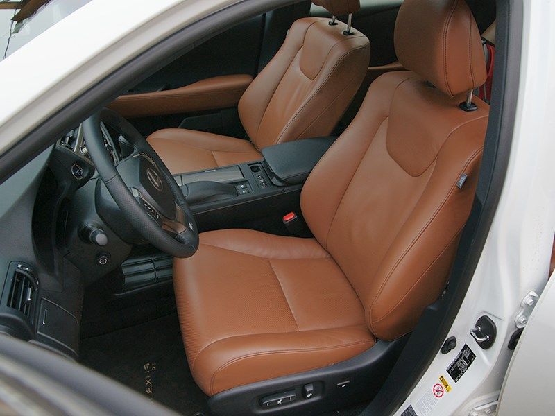 Lexus RX 450h F-Sport 2014 передние кресла