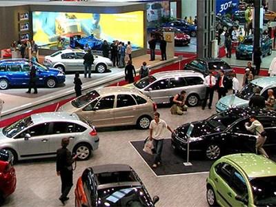В июле продажи новых автомобилей в Петербурге упали на 31%