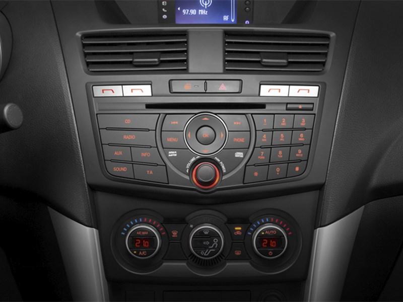 Mazda BT-50 2015 центральная консоль 2