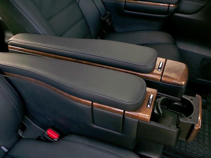 Toyota Alphard 2015 подлокотники