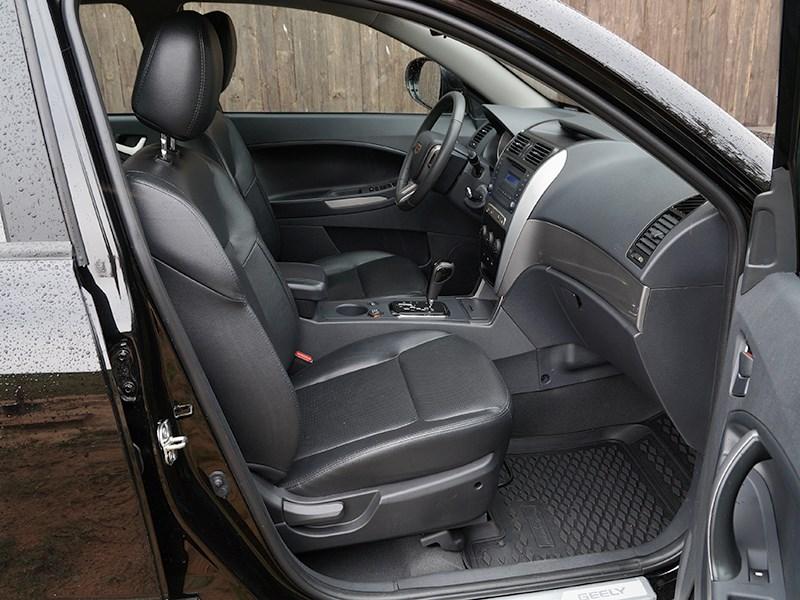 Geely Emgrand X7 2014 передние кресла