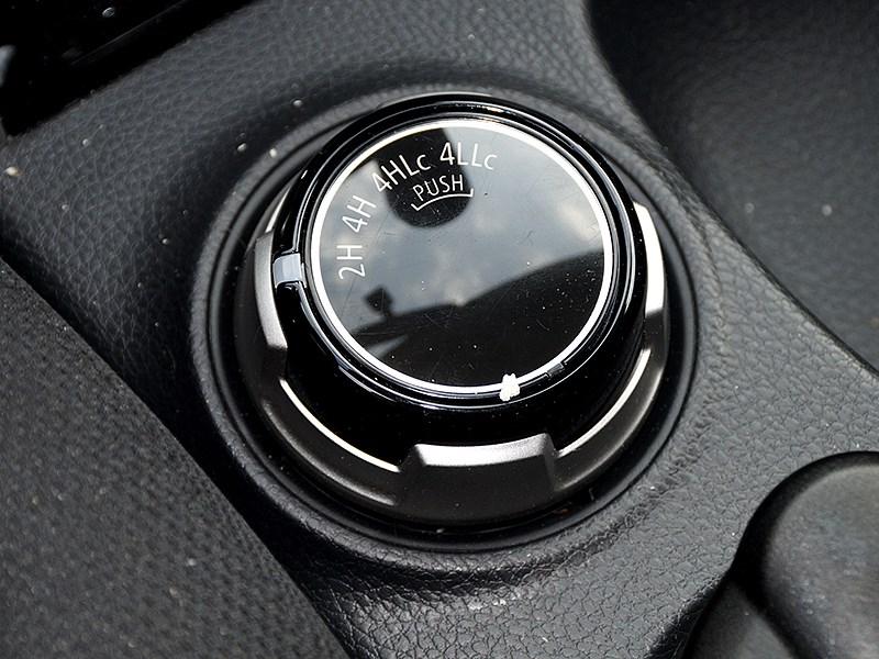 Mitsubishi L200 2015 переключатель внедорожных режимов