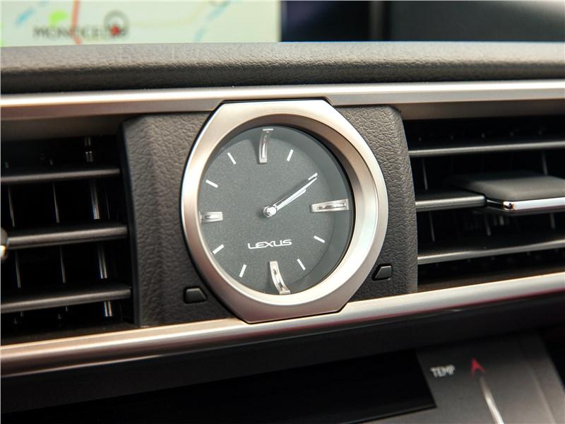 Lexus RC F 2015 часы