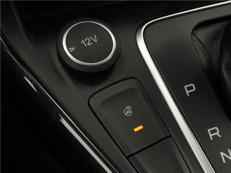 Ford Focus 2014 клавиша включения подогрева рулевого колеса