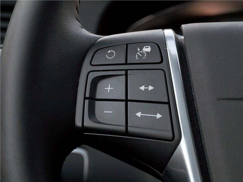 Volvo V60 Cross Country 2015 кнопки управления активным «круизом»