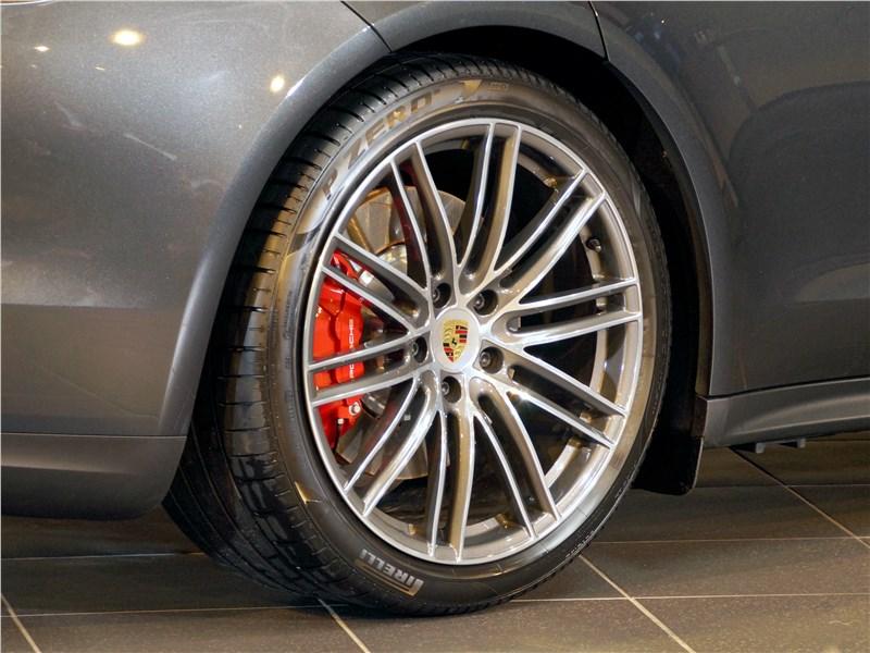 Porsche Panamera 2017 колесо