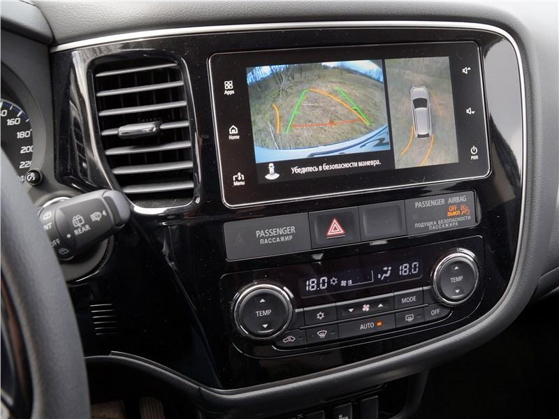 Mitsubishi Outlander 2016 центральная консоль