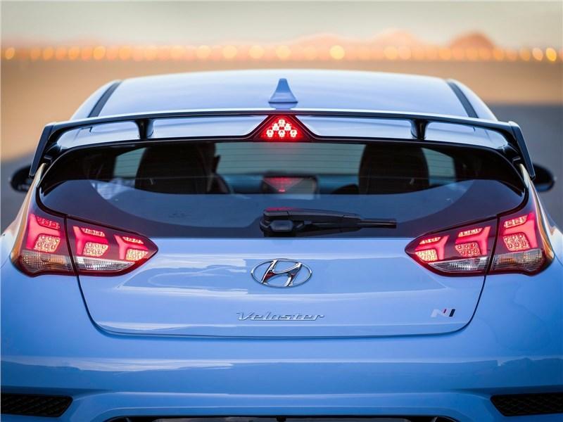 Hyundai Veloster N 2019 вид сзади
