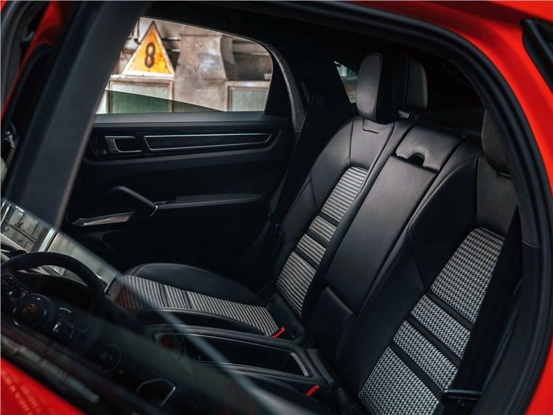 Porsche Cayenne Coupe 2020 задний диван