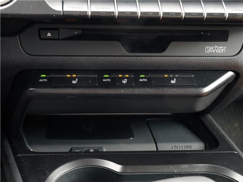 Lexus UX 200 2019 управление подогревом сидений и руля