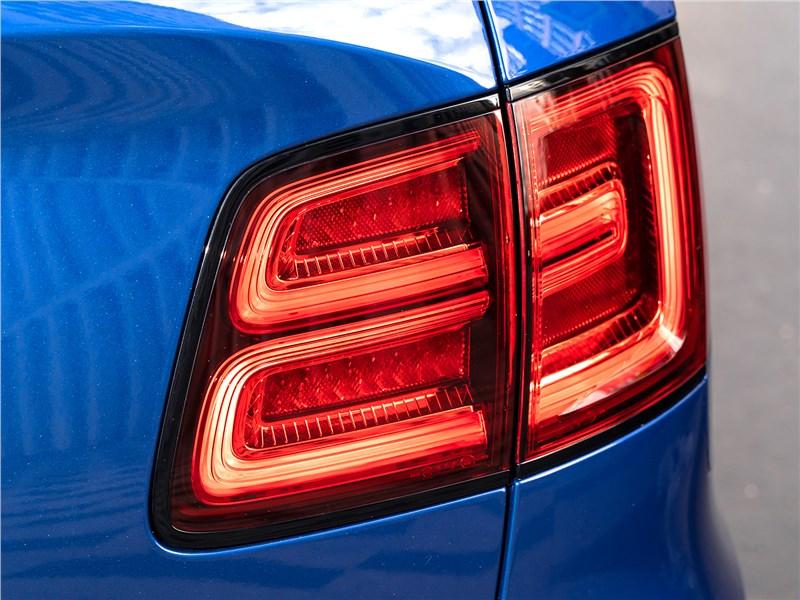 Bentley Bentayga Speed 2020 задний фонарь