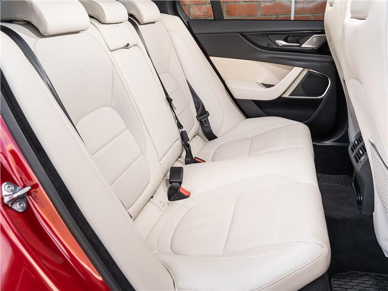 Jaguar XE P250 2020 задний диван