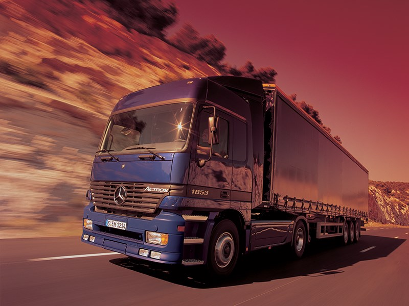 Mercedes-Benz Actros вид сбоку