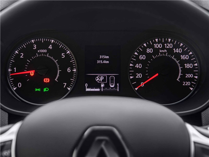 Renault Duster (2021) приборная панель