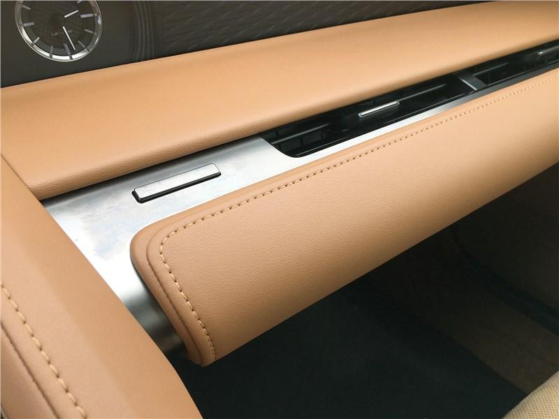 Lexus LC 500 (2021) перчаточный ящик