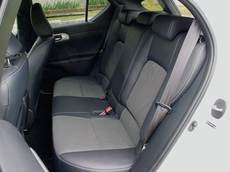 Lexus CT 200h 2011 задний диван